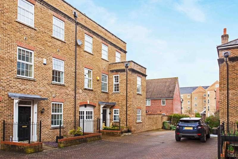 4 Bedrooms Town House for sale in Patterson Court, Wooburn Green, HP10