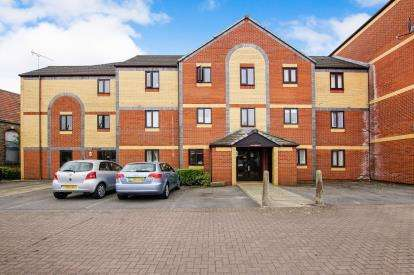 1 Bedroom Flat for sale in Crates Close, Kingswood, Bristol, Gloucestershire
