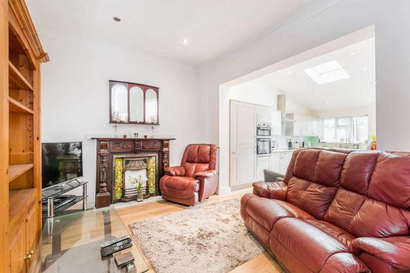 3 Bedrooms House for sale in Albany Road, Manor Park, E12