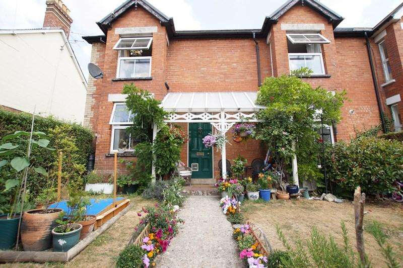 3 Bedrooms Terraced House for sale in Queens Road, Blandford Forum