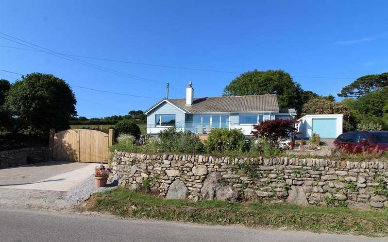 3 Bedrooms Detached Bungalow for sale in Tresowes Hill, Ashton, Helston