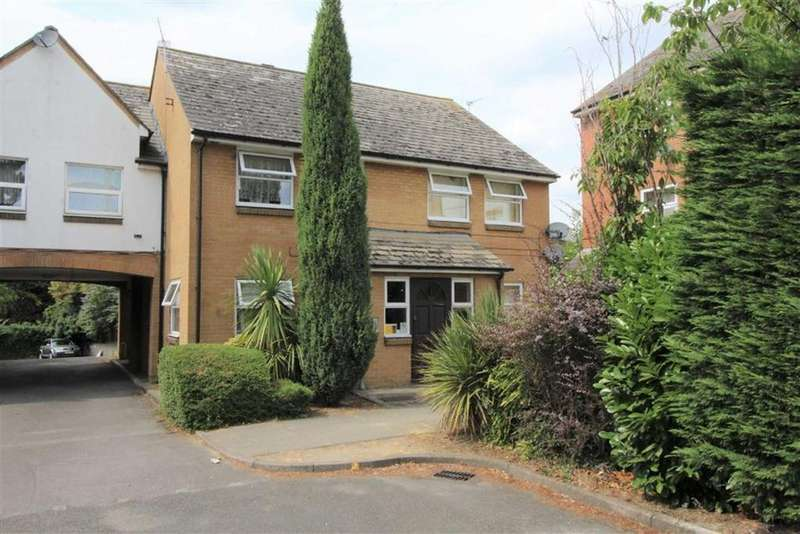 1 Bedroom Apartment Flat for sale in Queens Court, Slough, Berkshire