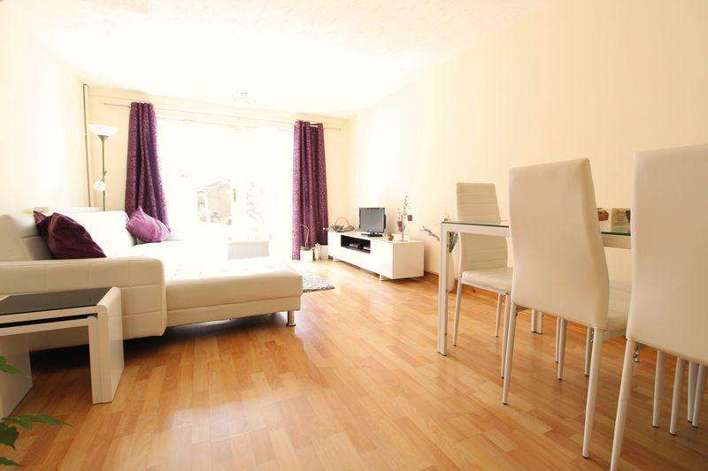 4 Bedrooms Town House for sale in Large Town House Close to Hospital M1