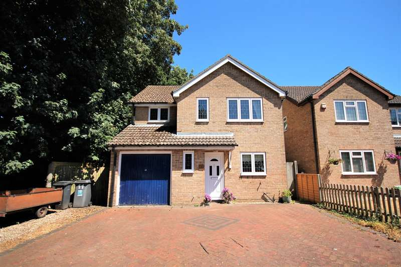 4 Bedrooms Detached House for sale in Lechlade Gardens, Bournemouth, BH7