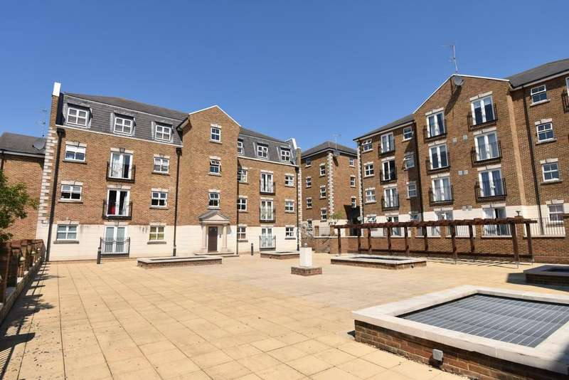 1 Bedroom Flat for sale in Brook Square London SE18