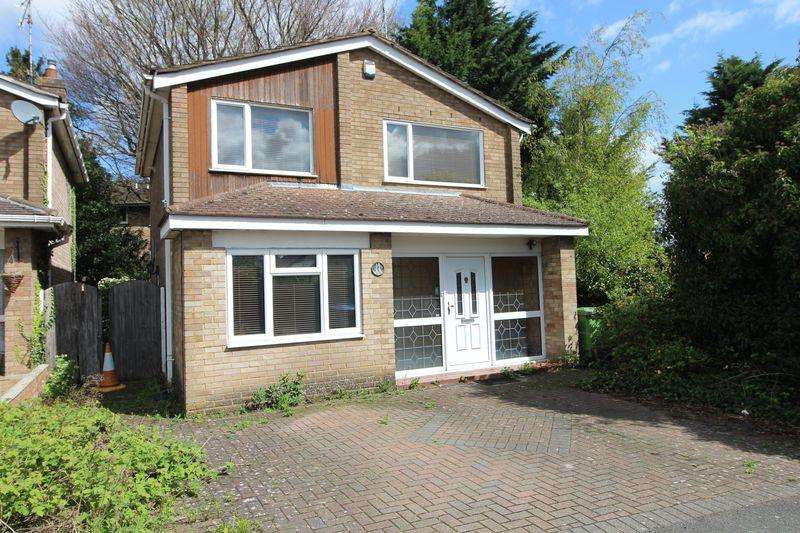 3 Bedrooms Detached House for sale in Good value DETACHED home on Tintagel Close, Saints Area