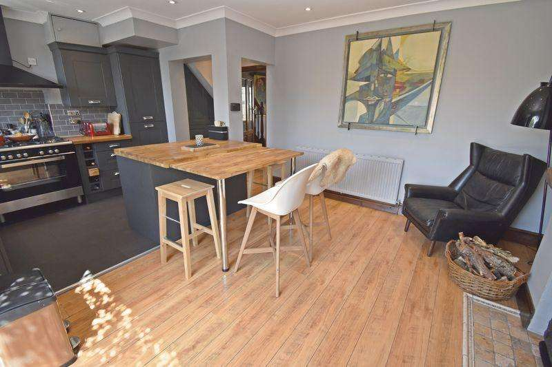 3 Bedrooms Semi Detached House for sale in Eaton Avenue, Bletchley