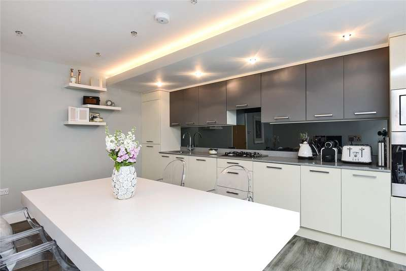 3 Bedrooms Mews House for sale in Brompton Mews, Finchley