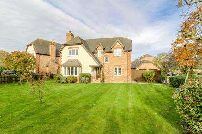 5 Bedrooms Detached House for sale in Fishers Close, Great Barford, Bedford, Bedfordshire