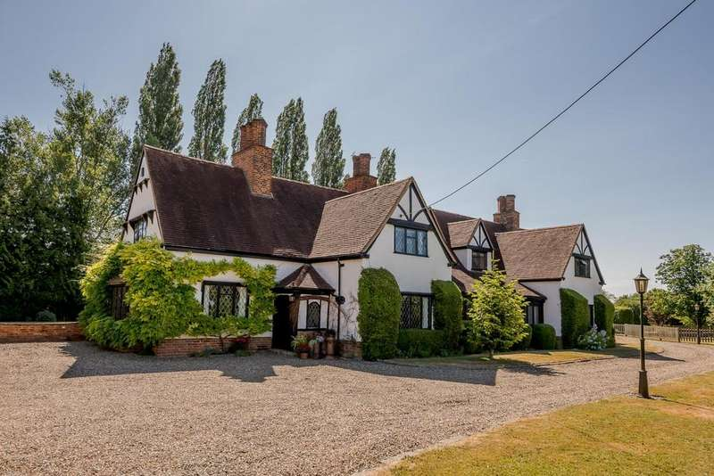 5 Bedrooms Detached House for sale in Bacon End, Dunmow, Essex, CM6