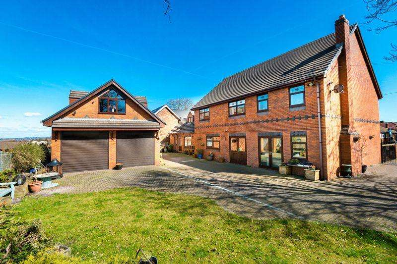 5 Bedrooms Detached House for sale in Soughers Lane, Wigan
