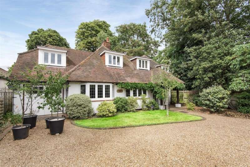 4 Bedrooms Property for sale in Lower Hampton Road, Sunbury on Thames