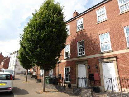 4 Bedrooms Terraced House for sale in Hallam Fields Road, Birstall, Leicester, Leicestershire