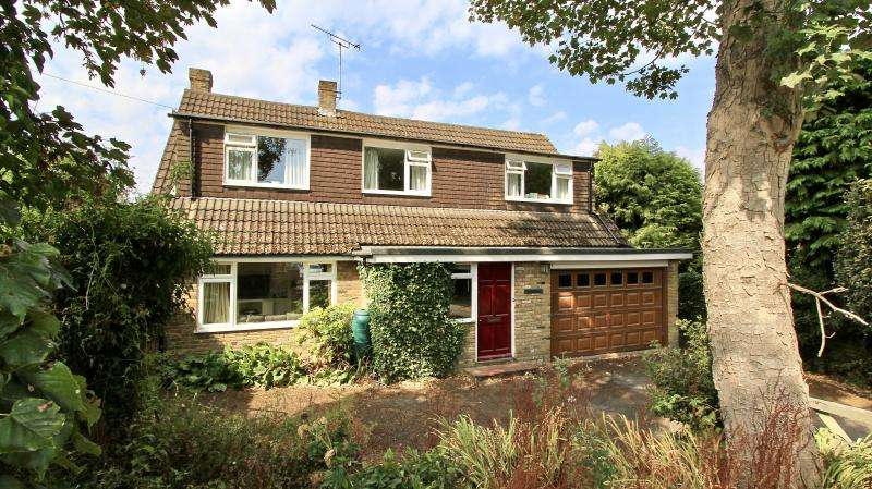 4 Bedrooms Detached House for sale in Meadow Lane, South Heath HP16