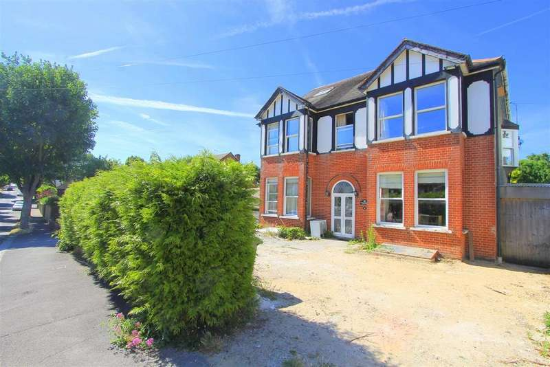6 Bedrooms House for sale in Hawthorn Road, Wallington