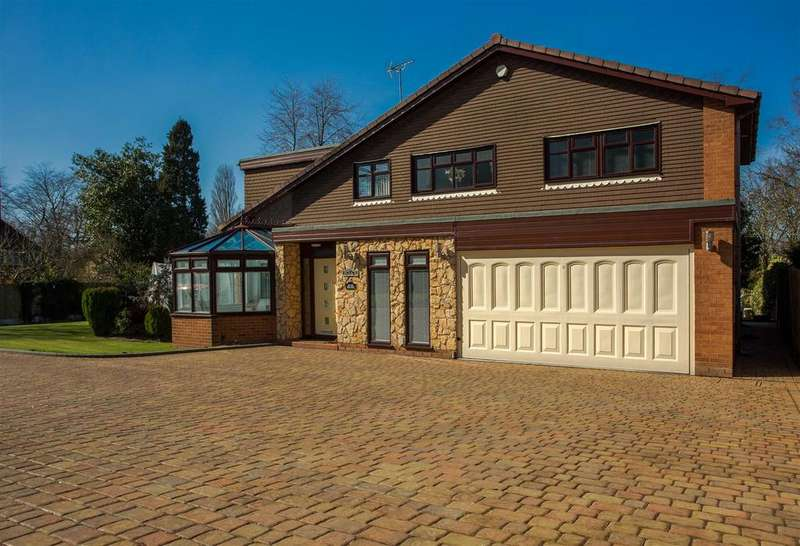 5 Bedrooms Detached House for sale in Charlemont Close, Walsall