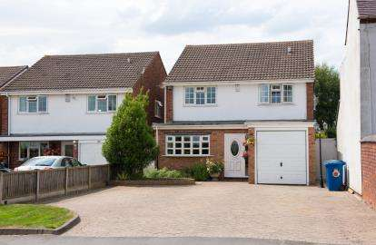 4 Bedrooms Detached House for sale in Farewell Lane, Burntwood