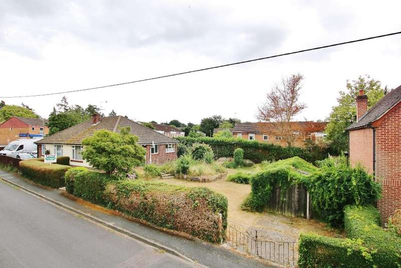 2 Bedrooms Semi Detached Bungalow for sale in 3 New Road, Romsey, Hampshire