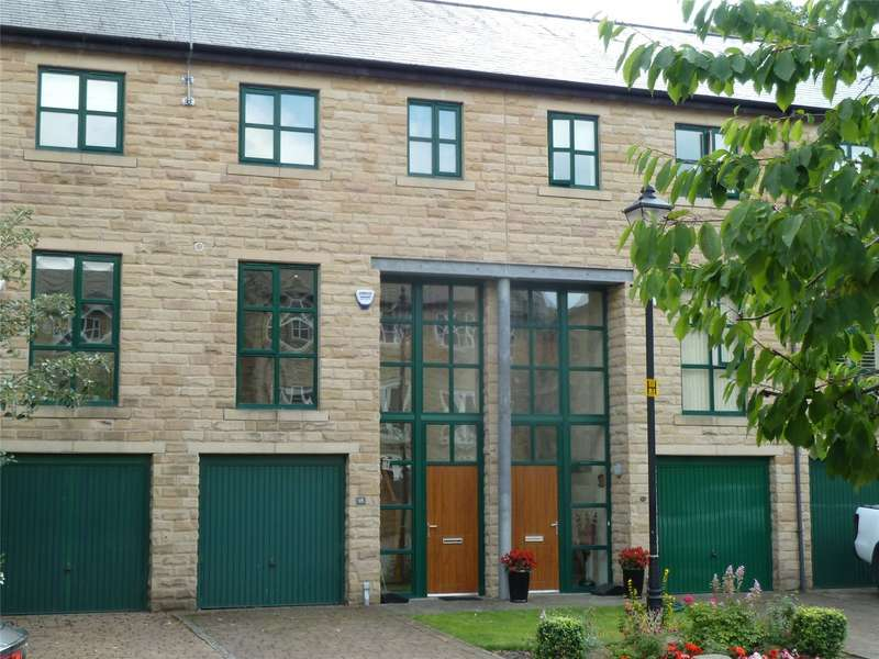 3 Bedrooms Semi Detached House for sale in Whitehead Close, Greenfield, Saddleworth, OL3