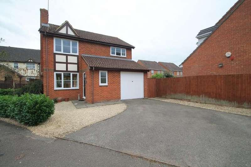 4 Bedrooms Detached House for sale in Lark Vale, Aylesbury