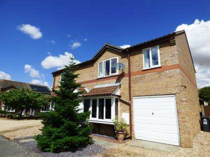 3 Bedrooms Semi Detached House for sale in College Close, Horncastle, Lincoln, Lincolnshire