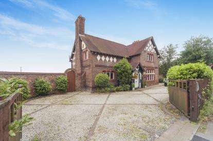 4 Bedrooms Detached House for sale in Dunham Road, Warburton, Lymm, Greater Manchester