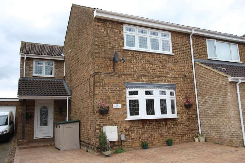 3 Bedrooms Semi Detached House for sale in Manor Close, Langford, SG18