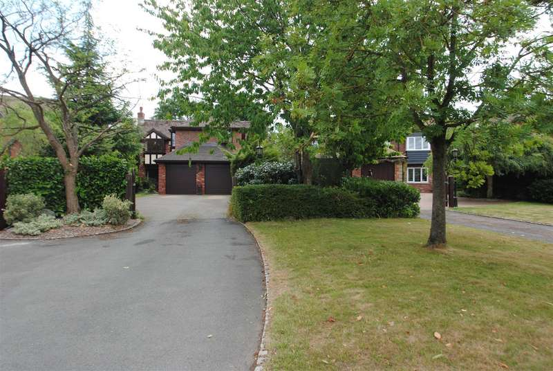 5 Bedrooms Detached House for sale in Chartwell Gardens, APPLETON, Warrington, WA4
