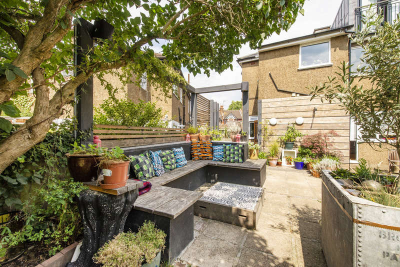 3 Bedrooms Maisonette Flat for sale in Chambers Lane, Willesden NW10
