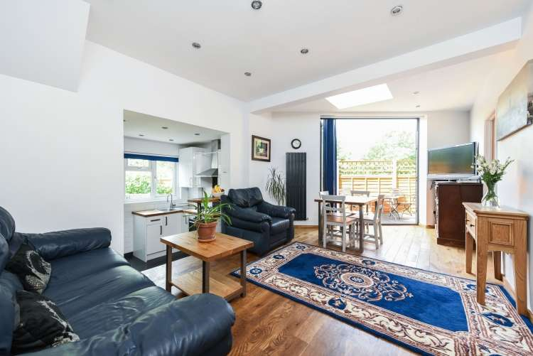 2 Bedrooms Flat for sale in Dalrymple Road Brockley SE4