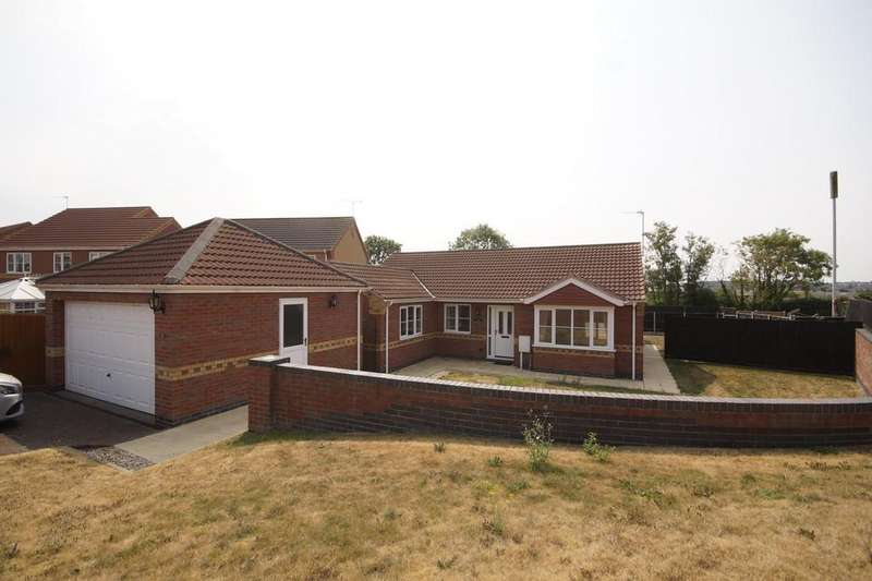 4 Bedrooms Detached Bungalow for sale in Heathcroft, Cherry Willingham, Lincoln