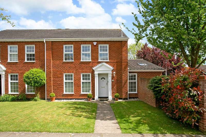 4 Bedrooms End Of Terrace House for sale in Ostler Gate, Furze Platt School catchment, Maidenhead SL6 6SG