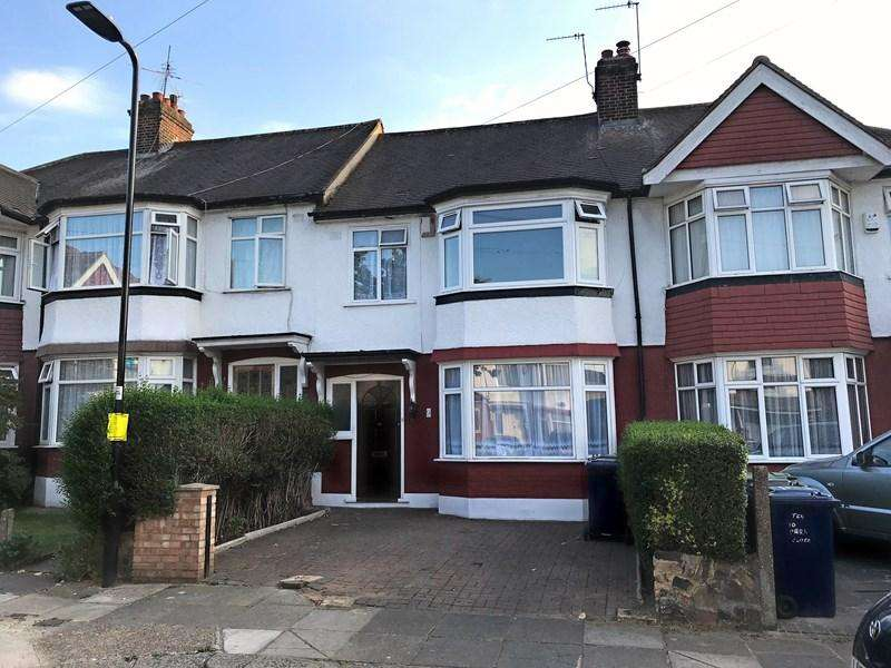 3 Bedrooms Terraced House for sale in Park Close, London