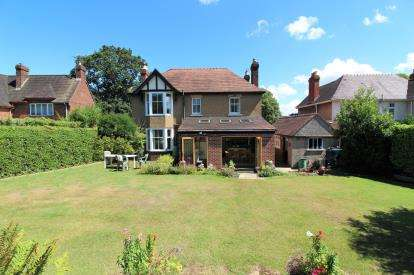 4 Bedrooms Detached House for sale in Kingshill Road, Dursley