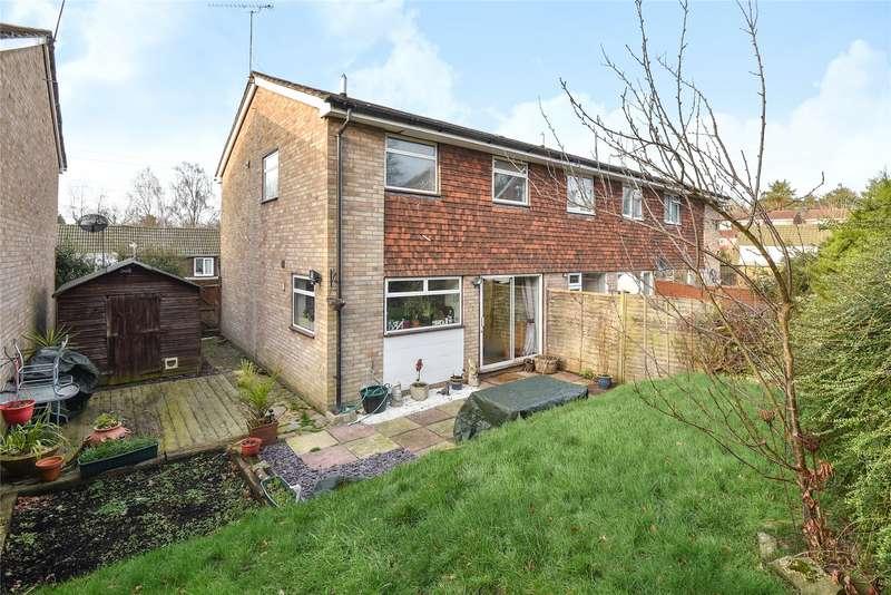 3 Bedrooms Terraced House for sale in Grampian Road, Sandhurst, Berkshire, GU47