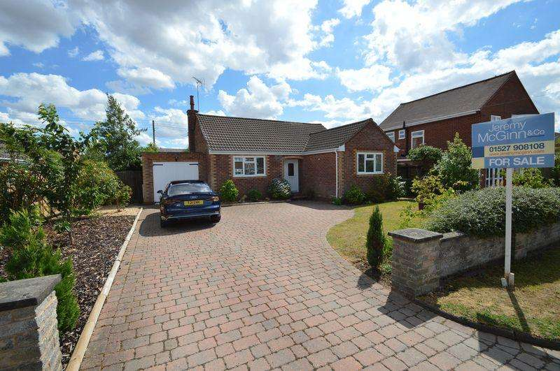 2 Bedrooms Detached Bungalow for sale in Holt Gardens, Studley
