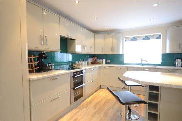 3 Bedrooms Terraced House for sale in Perrycroft, Windsor, Berkshire