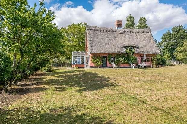 5 Bedrooms Detached House for sale in Bulls Road, Hemingstone, Ipswich, Suffolk