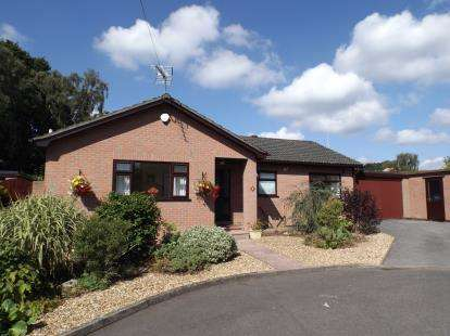 3 Bedrooms Bungalow for sale in Parkstone, Poole
