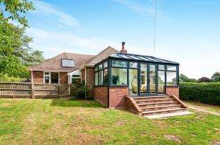 3 Bedrooms Bungalow for sale in Station Road, Berwick, Polegate, East Sussex
