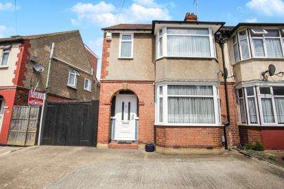 3 Bedrooms Semi Detached House for sale in Chester Avenue, Luton, Bedfordshire, United Kingdom