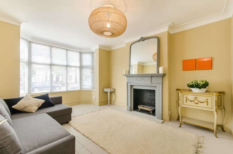 3 Bedrooms Terraced House for sale in Leghorn Road, Willesden, NW10