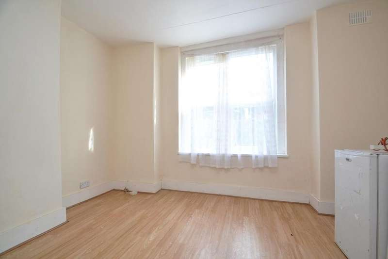 1 Bedroom Flat for sale in Cressingham Road Lewisham SE13
