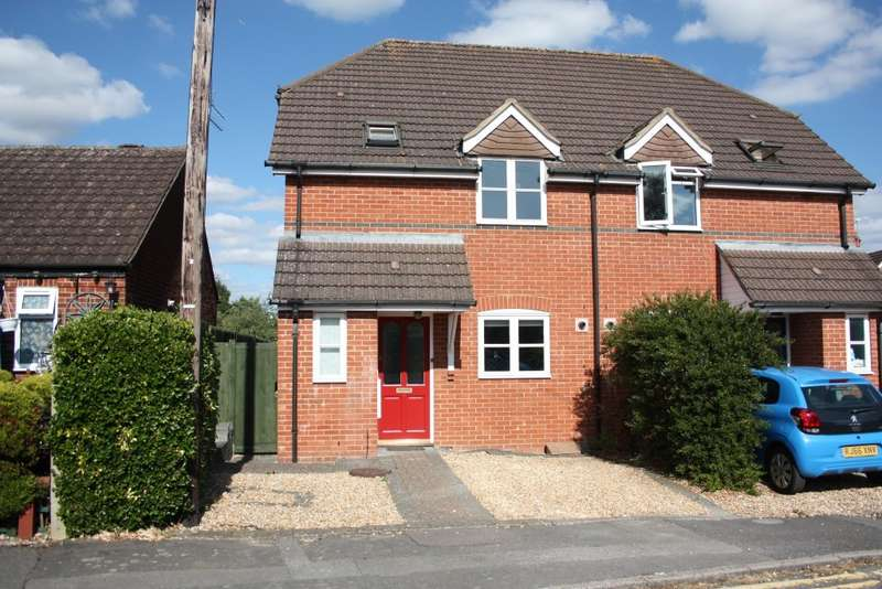 3 Bedrooms Semi Detached House for sale in Halstead Close, Woodley, RG5