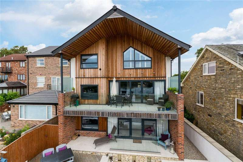 3 Bedrooms Detached House for sale in Croft House, Silver Street, Fairburn, North Yorkshire
