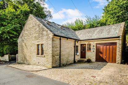 4 Bedrooms Detached House for sale in Buckden Road, Edgerton, Huddersfield, West Yorkshire