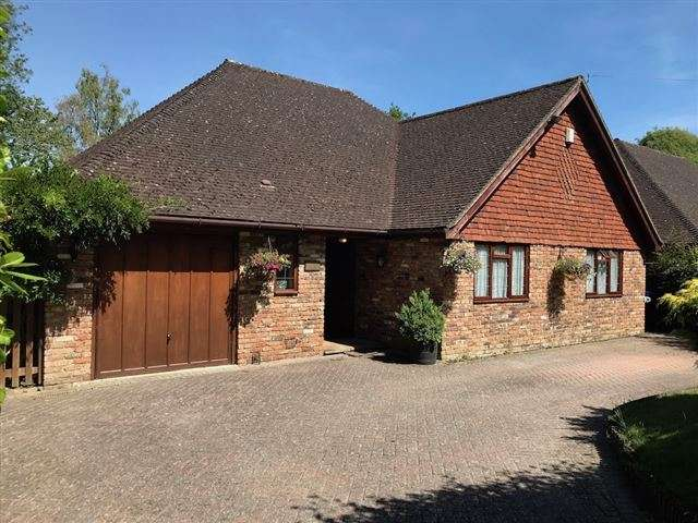 3 Bedrooms Detached Bungalow for sale in Sandhill Lane, Crawley Down, Crawley, West Susssex, RH10 4LB