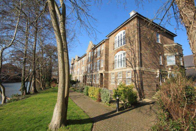 4 Bedrooms Terraced House for sale in Mortley Close, Tonbridge
