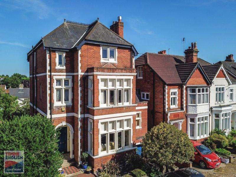 6 Bedrooms Detached House for sale in Wellesley Road, Lexden