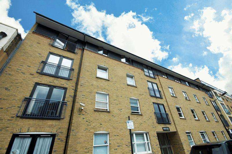 2 Bedrooms Apartment Flat for sale in Chicksand Street, London